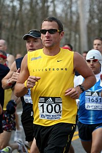 Lance Armstrong running Boston in 2008