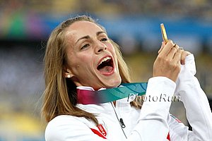 Jenny Simpson On Medal Stand in 2011