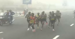 10 men remain in lead pack at 1:22 mark