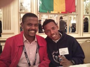 Lelisa Desisa (r.), with translator Gemedu Dedefo, was full of smiles and confidence at the pre-race press conference