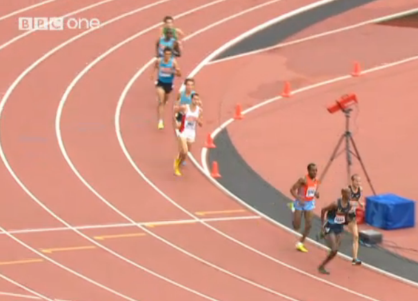Farah goes to the lead with 500 left and this baby is over quickly