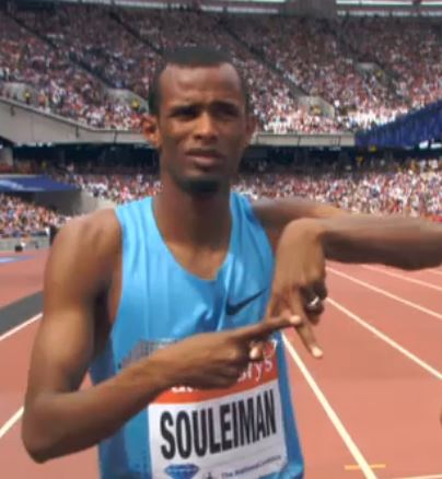 "Souleiman's pre-race gesture. We think that's an ""A"" for Ayanleh."