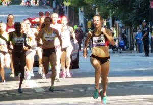 Jenny Simpson on her way to winning her second Fifth Avenue Mile in three years in 4:19.3, the fourth-fastest time in event history (photo by Jane Monti for Race Results Weekly)
