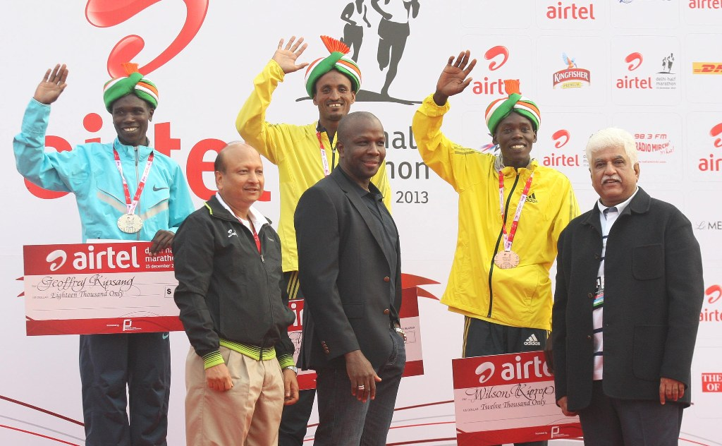 Winners of the Airtel Delhi Half Marathon, with (L to R) Ajit M. Sharan, Secretary of Sports, Ministrey of Youth Affirs and Sports, Donovan Bailey, International Event Ambassador and Rakesh Mittal (Vice Chiarman and MD, Bharti Enterprises Ltd.)