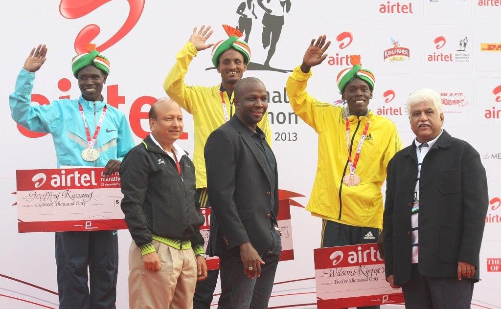 Winners of the Airtel Delhi Half Marathon, with (L to R) Ajit M. Sharan, Secretary of Sports, Ministrey of Youth Affirs and Sports, Donovan Bailey, International Event Ambassador and Rakesh Mittal (Vice Chiarman and MD, Bharti Enterprises Ltd.)