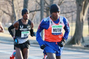 Geoffrey Mutai Leads Mo Farah in the Park