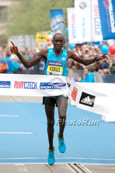 Peter Kirui wins 2014 Sportisimo Prague Half Marathon. Photo by Photorun.net.