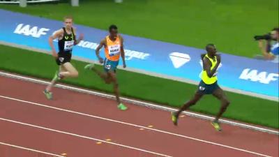 Ndiku pulls away from Edris and Rupp to win it.