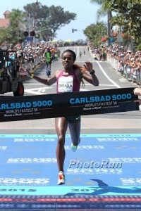 Genzebe Dibaba Just Missed the WR Despite the Heat, Wind, and Turns