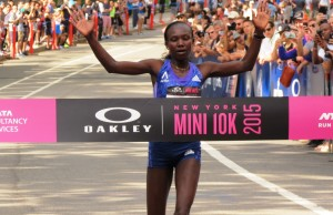 Mary Keitany wins the 2015 Oakley New York Mini 10-K in 31:15 (photo by Jane Monti for Race Results Weekly)