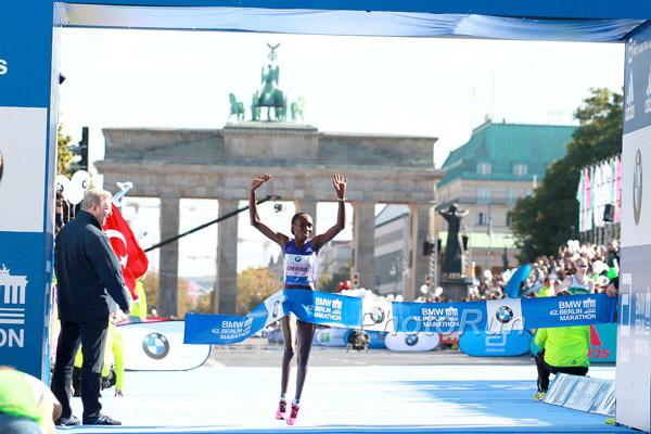 Gladys Cherono Wins 2015 BMW Berlin Marathon
