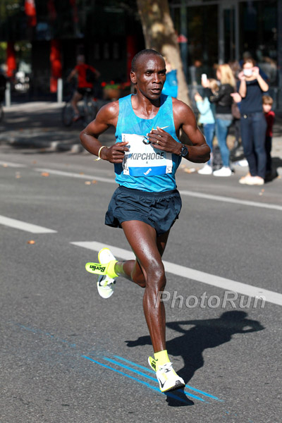 Eliud Kipchoge Runs With His Insoles Falling Out
