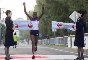 Joyce Chepkirui winning the 2015 Honolulu Marathon in 2:28:34 (photo courtesy of the Honolulu Marathon Association)