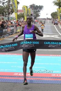 Joshua Cheptegei wins Carlsbad