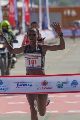 Violah Jepchumba winning 2016 Istanbul Half Marathon. Mandatory photo credit: Bob Ramsak.