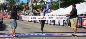 Stephen Sambu wins the 2016 New Balance Falmouth Road Race (photo by Chris Lotsbom for Race Results Weekly)