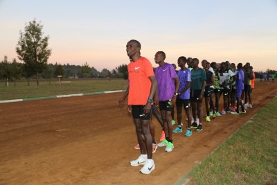 Kipchoge about to lead interval #1