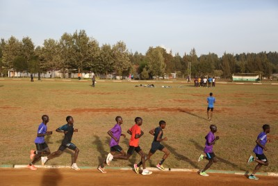 Kipchoge, in red, in the middle of the group