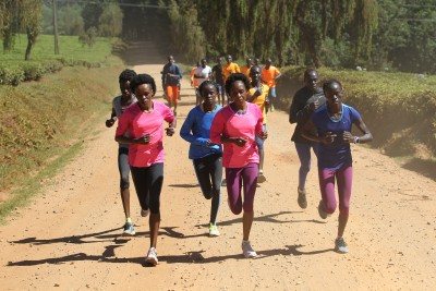 The dominant women in Sumgong's group pulling ahead at end of run (by Jean-Pierre Durand for the IAAF)