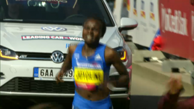 Jepkosgei was hurting late but held on for the world record
