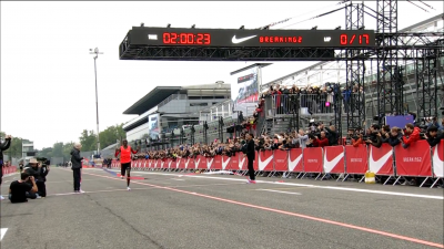 Kipchoge nears the finishline