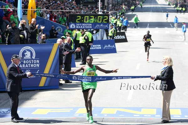 Geoffrey Mutai 2:03:02 in Boston (Turns out this photo has been photoshopped)
