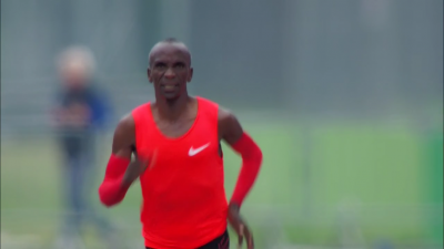 Kipchoge heading to the finish
