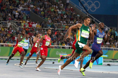 Wayde Van Niekerk on way to World Record in Lane 8 at Rio