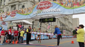 PHOTO: Sara Hall of Redding, Calif., wins the 39th Freihofer's Run for Women in Albany, N.Y., in 15:49 (photo by David Monti for Race Results Weekly