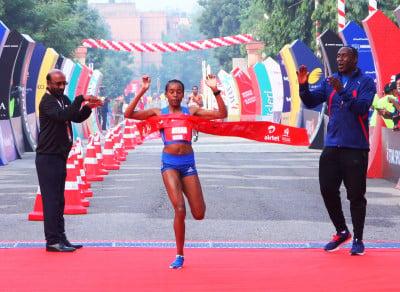 Almaz Ayana winning at the Airtel Delhi Half Marathon 2017