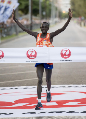 PHOTO: 2017 Honolulu Marathon champions Brigid Kosgei and Lawrence Cherono (photo by Jane Monti for Race Results Weekly)
