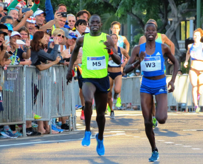 Edward Cheserek kick's past Mirriam Cherop to win the second annual Kalakaua Merrie Mile in Honolulu in 3:58.1 (photo by Jane Monti for Race Results Weekly)