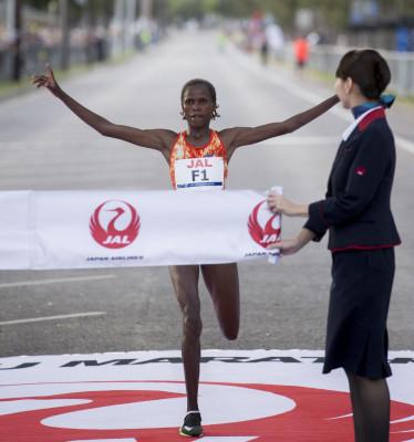 PHOTO: Brigid Kosgei of Kenya wins the 2017 Honolulu Marathon in a course record 2:22:14 (photo courtesy of the Honolulu Marathon Association)