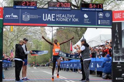 Rhonex Kipruto of Kenya sets the USA all-comers record for 10-K at the UAE Healthy Kidney 10-K, running 27:08 (photo by Jane Monti for Race Results Weekly)
