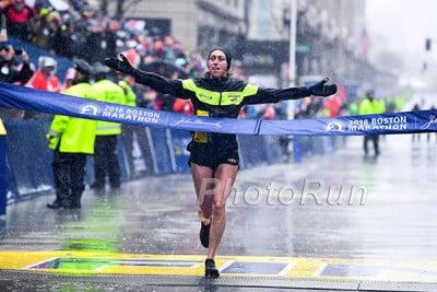 Desi Linden Wins 2018 Boston Marathon