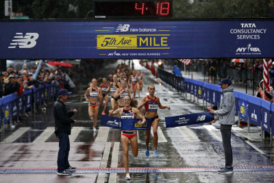 Jenny Simpson winning the 38th New Balance Fifth Avenue Mile (photo courtesy of New York Road Runners)