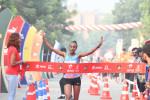 Ethiopia's Tsehay Gemechu winning the Airtel Delhi Half Marathon 2018, with ADHM ambassador Sanya Richards-Ross (1)