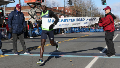 Edward Cheserek of Kenya wins the 2018 Manchester Road Race in a course record 21:16 (photo by Jane Monti for Race Results Weekly)