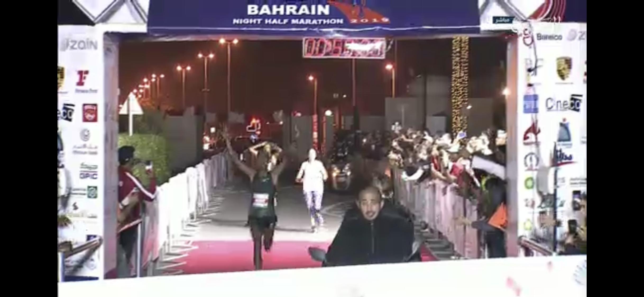 b372bd4f1 Chaos Reigns at Inaugural Bahrain Night Half Marathon: Jemal Yimer ...